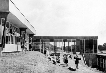 Alban-Wood-School-Watford-by-Hertfordshire-County-Architects-1954.-Architectural-Association-Photo-Library-360x251
